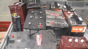 oude accu's metaal